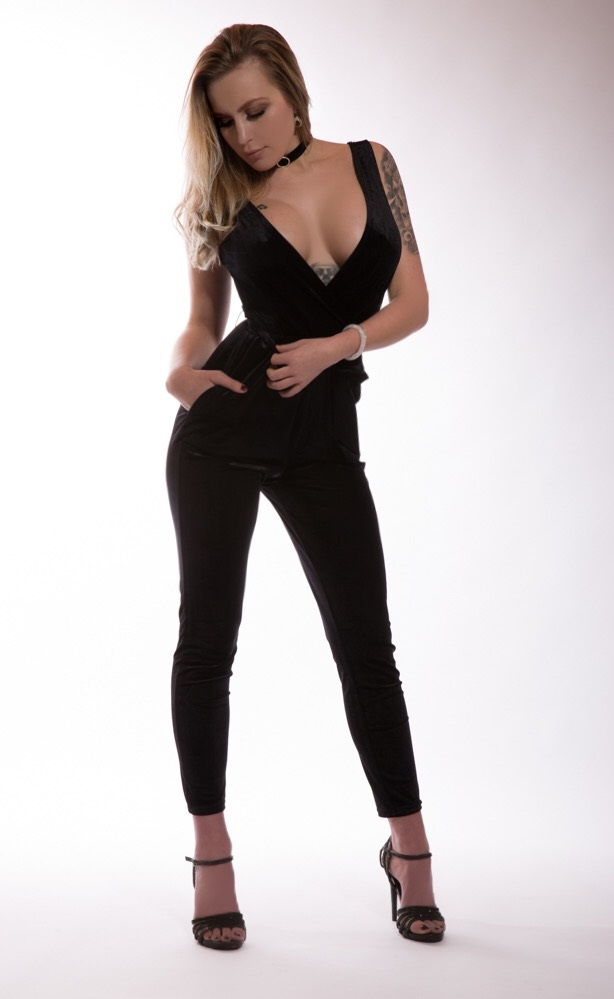 Stripperin Scarlett für Unna günstig mieten
