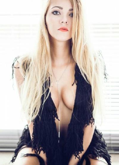 Stripperin Zora für Moers günstig mieten