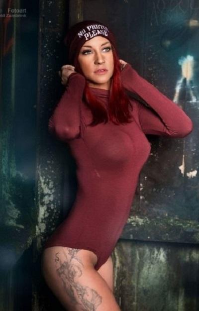 Stripperin Laura für Velbert günstig mieten